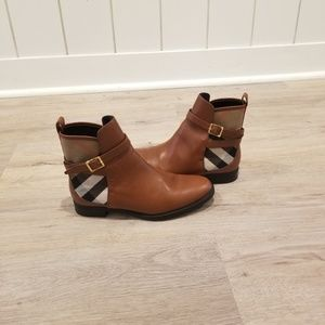 BURBERRY Authentic brown boots
